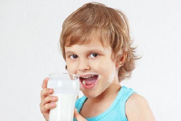 مصرف شیر پرچرب خطر چاقی در بچه ها را کاهش می دهد
