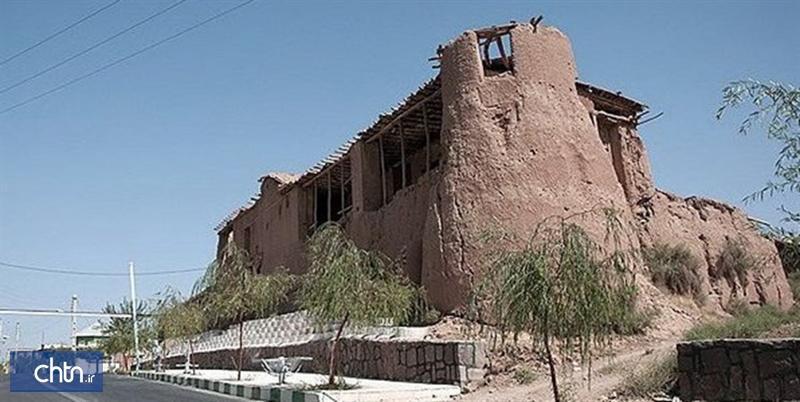 ارائه طرح احداث هتل سنتی به مالک قلعه کوهان دماوند
