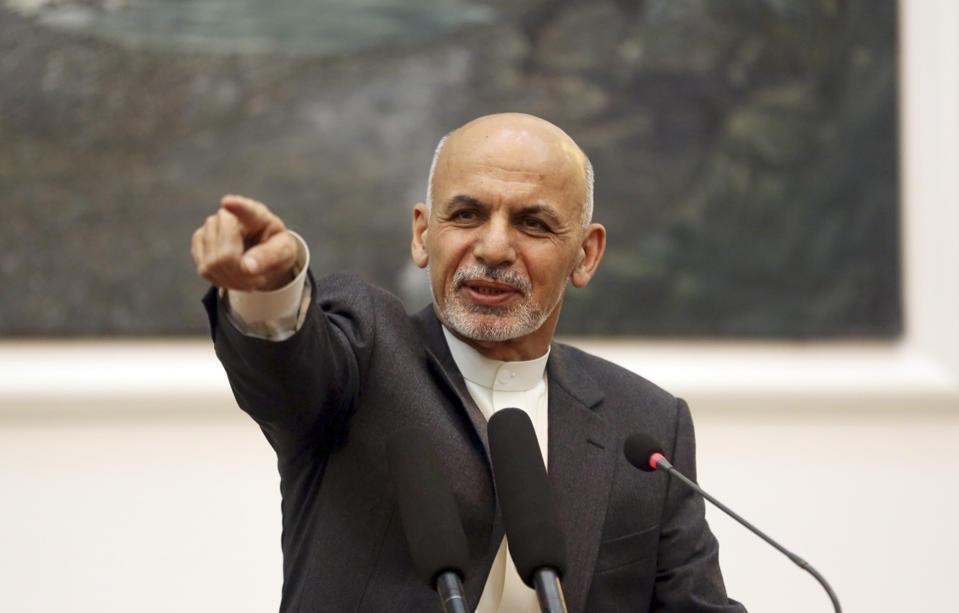 اشرف غنی دستور ازسرگیری حملات نظامی علیه طالبان را صادر کرد