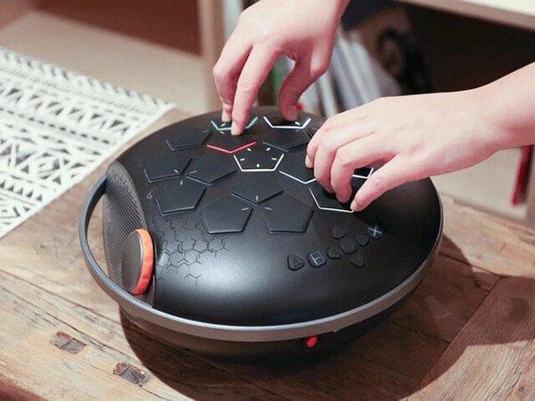 ساخت موسیقی با نوک انگشت توسط یک دستگاه قابل حمل