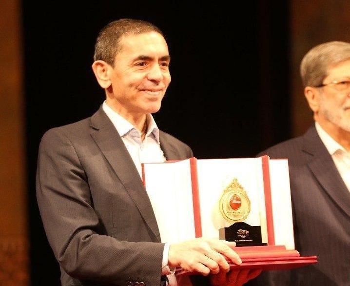 جایزه مصطفی (ص) قبل از هرنهاد تشویقی اوگور شاهین، کاشف واکسن کرونا را لایق تقدیر دانست