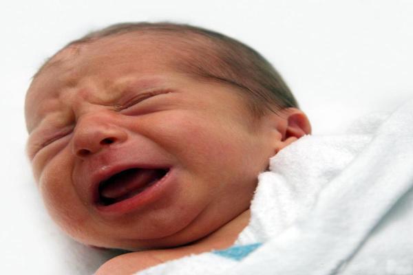دلایل گریه شدید عصرانه نوزاد چه می تواند باشد؟
