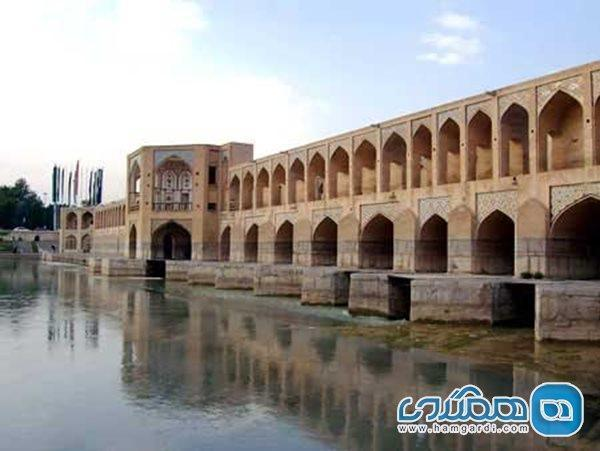آثار تاریخی اصفهان در حال آسیب دیدن جدی و بلکه نابودی هستند