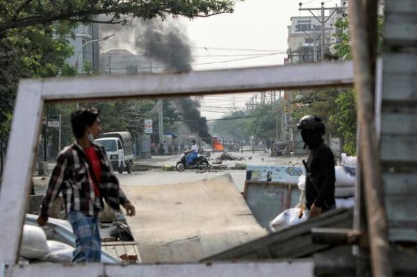 میانمار همچنان شاهد اعتراضات، اتحادیه اروپا و آمریکا مقامات خونتا را تحریم کردند