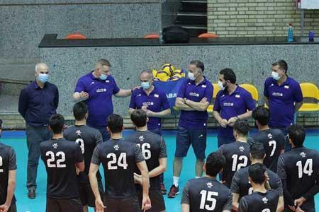 حضور الکنو در اردوی تیم ملی والیبال ، مترجم نیامده کرونا گرفت