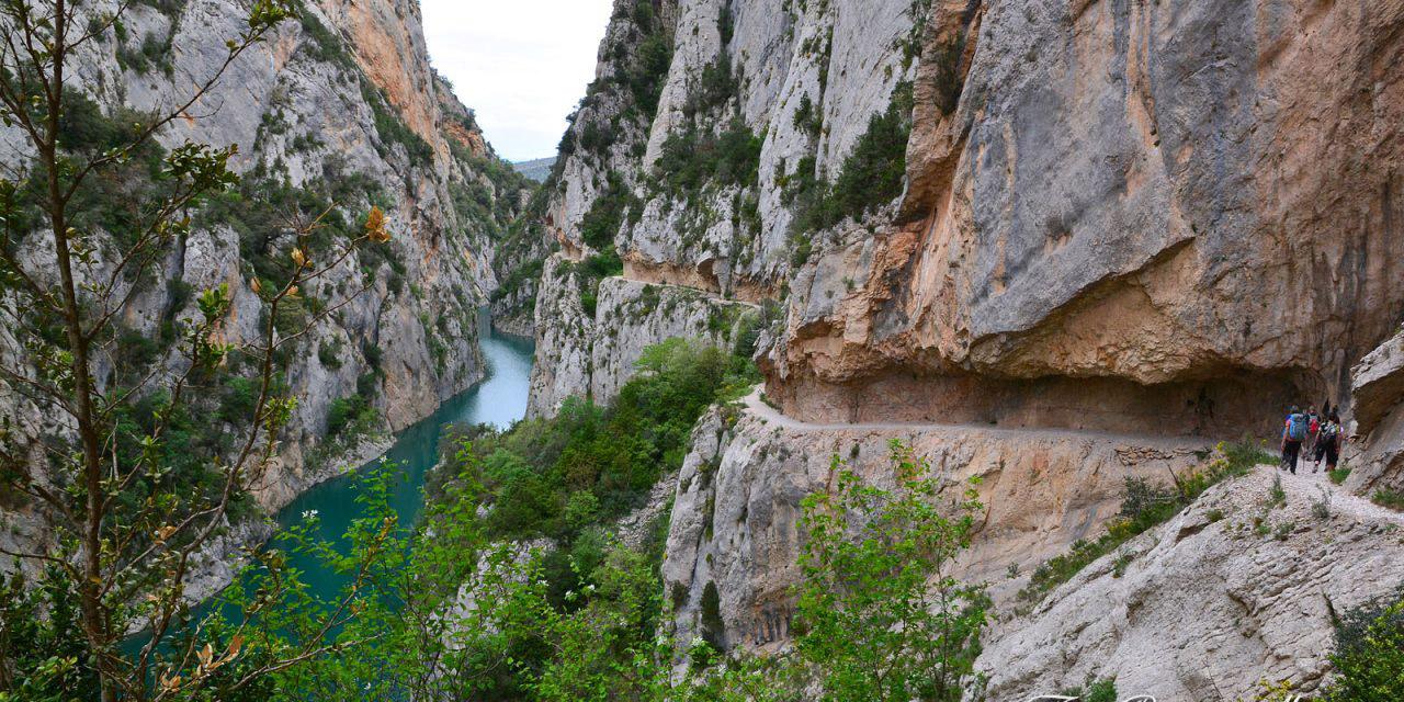 پیاده روی در دره ای زیبا در کاتالان اسپانیا